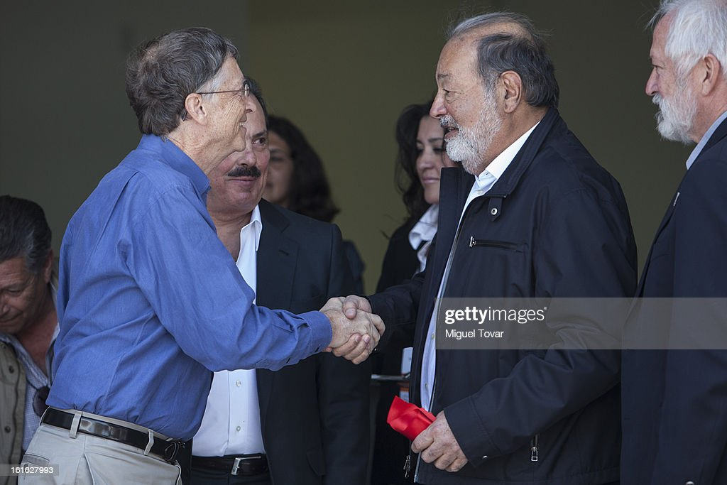 Bill Gates and Carlos Slim shake hands before a press conference at the CIMMYT on February 13, 2013 in Texcoco, Mexico. Gates and Slim announce a collaboration of their foundations in grain technology and agriculture development.