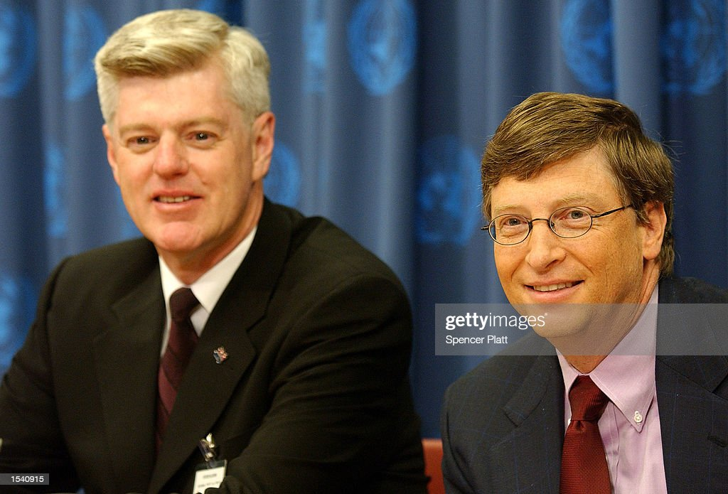 Bill Gates Microsoft head and cofounder of the Bill and Melinda Gates Foundation and Canadian Deputy Prime Minister John Manley speak at a news...
