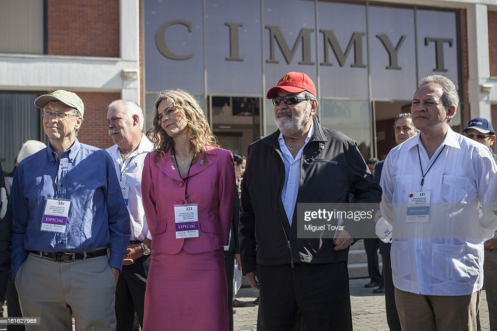 Bill Gates, Sara Boettiger, CIMMYT representative and Carlos Slim pose before a press conference at the CIMMYT on February 13, 2013 in Texcoco, Mexico. Gates and Slim announce a collaboration of their foundations in grain technology and agriculture development.