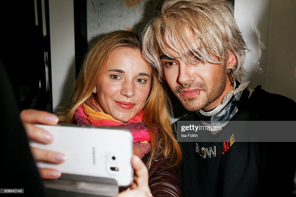 <a gi-track='captionPersonalityLinkClicked' href=/galleries/search?phrase=Bill+Kaulitz&family=editorial&specificpeople=816152 ng-click='$event.stopPropagation()'>Bill Kaulitz</a>, singer of the band Tokio Hotel makes a selfie with a fan during the photo art exhibition and book launch of BILLY at Seven Star Gallery on May 4, 2016 in Berlin, Germany.