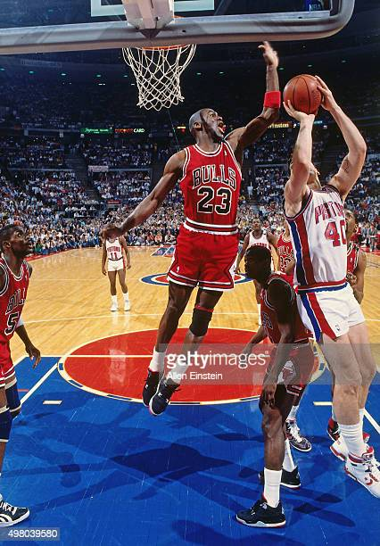 Bill Laimbeer of the Detroit Pistons shoots against Michael Jordan of the Chicago Bulls circa 1990 at the Palace of Auburn Hills in Auburn Hills...
