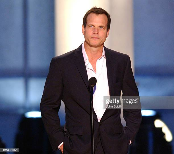 Bill Paxton presents the Award for Best Specialty Stunt