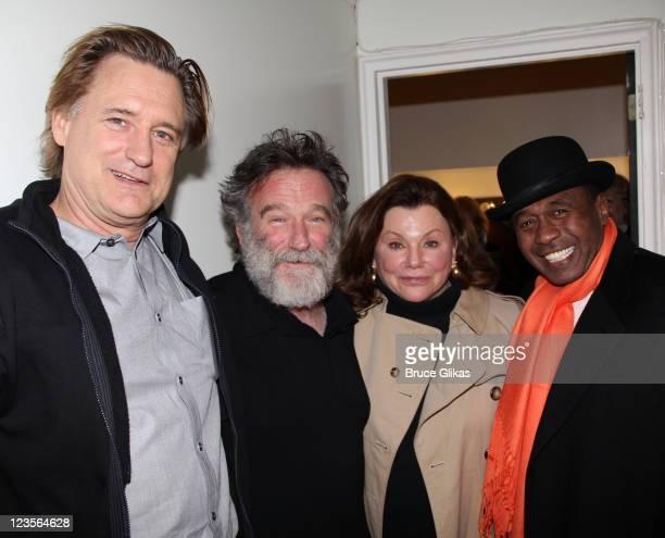 Bill Pullman Robin Williams Marsha Mason and Ben Vereen pose backstage at the hit play 'Bengal Tiger at the Baghdad Zoo' on Broadway at The Richard...