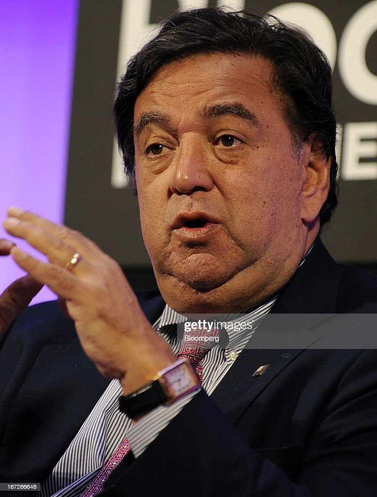 Bill Richardson former US energy secretary and former governor of New Mexico speaks during the 'Global Plenary US Competitiveness' panel discussion...