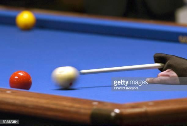 Billard WM 2004 Viersen Mannschaft Dreiband Spezial Billardtisch mit Billardkugeln und Queue und Hand 050304
