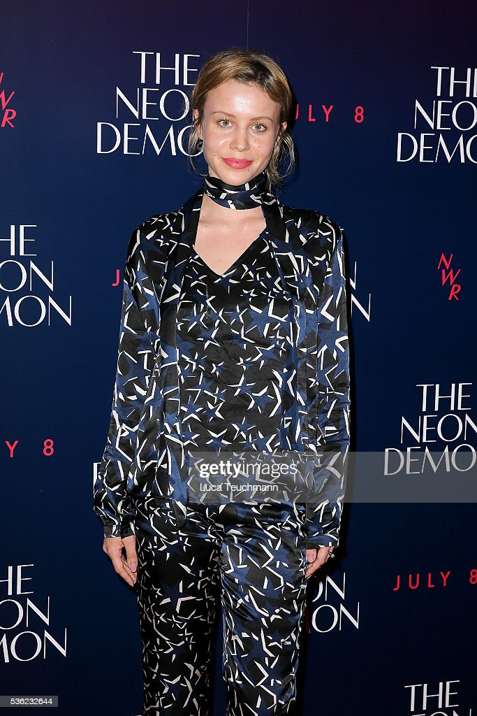 <a gi-track='captionPersonalityLinkClicked' href=/galleries/search?phrase=Billie+JD+Porter&family=editorial&specificpeople=8487386 ng-click='$event.stopPropagation()'>Billie JD Porter</a> arrives for the UK Premiere of The Neon Demon on May 31, 2016 in London, United Kingdom.