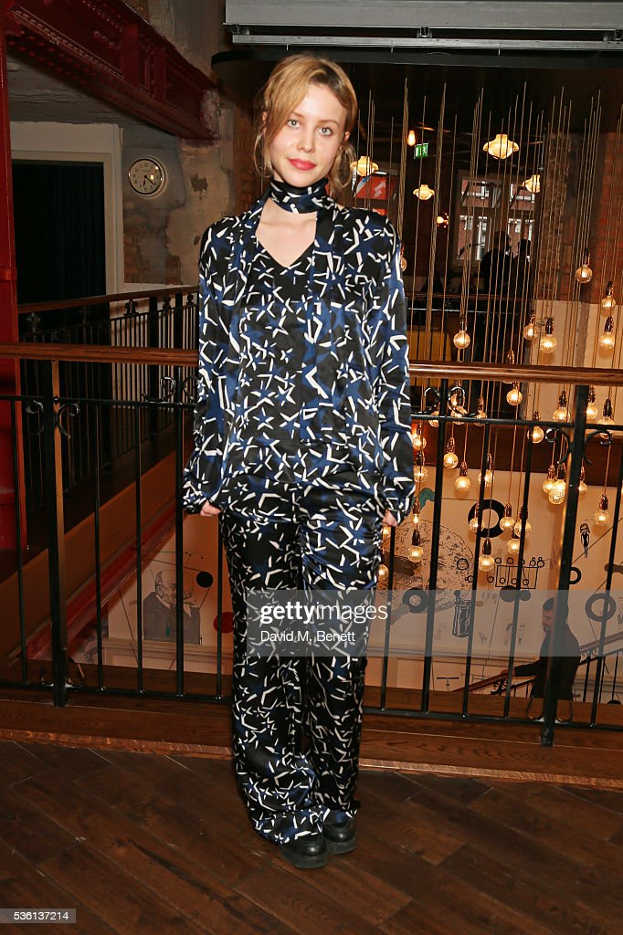 <a gi-track='captionPersonalityLinkClicked' href=/galleries/search?phrase=Billie+JD+Porter&family=editorial&specificpeople=8487386 ng-click='$event.stopPropagation()'>Billie JD Porter</a> attends the UK Premiere of 'The Neon Demon' at Picturehouse Central on May 31, 2016 in London, England.