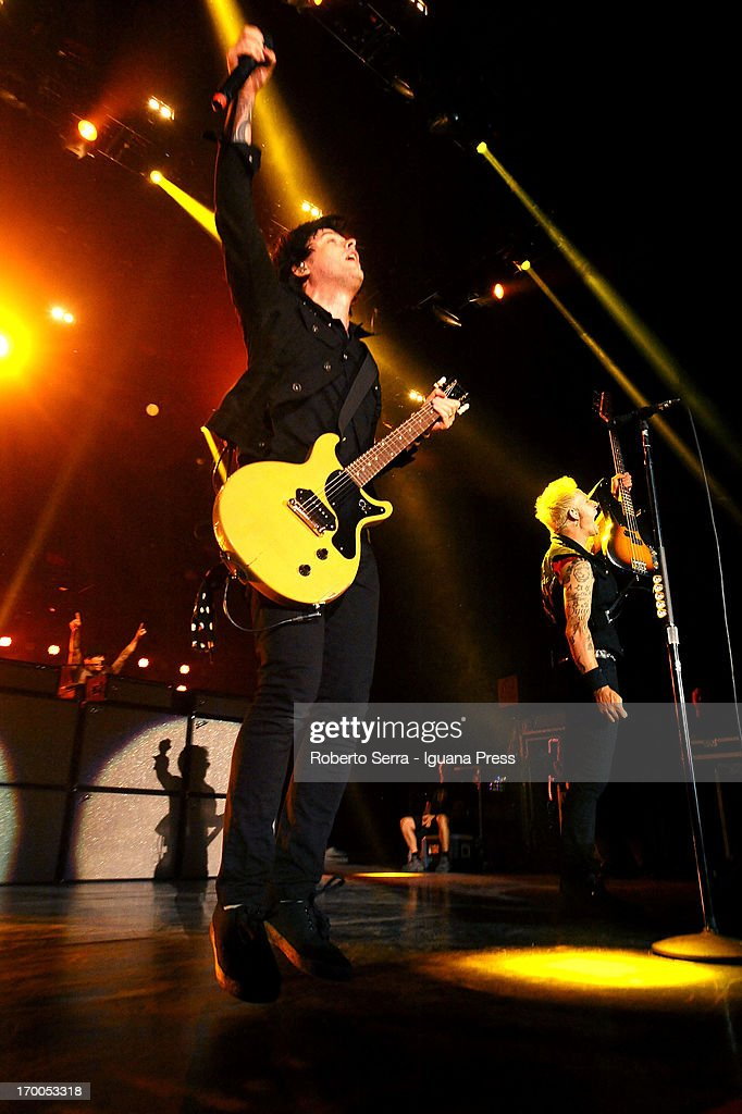 <a gi-track='captionPersonalityLinkClicked' href=/galleries/search?phrase=Billie+Joe+Armstrong&family=editorial&specificpeople=201545 ng-click='$event.stopPropagation()'>Billie Joe Armstrong</a> of Green Day performs in concert at Unipol Arena on June 6, 2013 in Bologna, Italy.