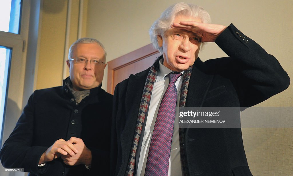 Billionaire businessman Alexander Lebedev (L) and his lawyer Genry Reznik arrive in a court in Moscow, on February 7, 2013. Lebedev, co-owner of the opposition Novaya Gazeta newspaper and supporter of Britain's The Independent and Evening Standard dailies arrived today in a Moscow court for a hearing on his charges of punching a property developer on a TV show in 2011. AFP PHOTO / ALEXANDER NEMENOV
