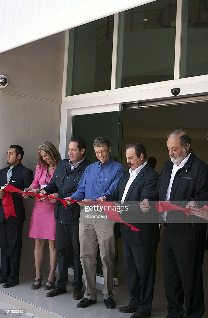 Billionaire Carlos Slim, from right, Enrique Martinez, Mexico's minister of Agriculture, billionaire Bill Gates, Eruviel Avila Villegas, governor of state of Mexico, and Melinda Gates participate in a ceremonial ribbon cutting at the International Maize and Wheat Improvement Center, known by its Spanish initials as CIMMYT, in Texcoco, Mexico, on Wednesday, Feb. 13, 2013. The group, which performs research for agricultural productivity, opens its research facility this week. Photographer: Susana Gonzalez/Bloomberg via Getty Images