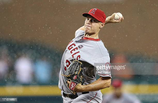 Billy Buckner of the Los Angeles Angels of Anaheim pitches in the rain during the ninth inning of the game against the Detroit Tigers at Comerica...