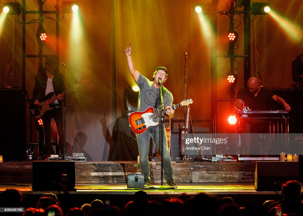 Billy Currington performs on stage during Summer Night Concert Series at PNE Amphitheatre on August 20, 2017 in Vancouver, Canada.