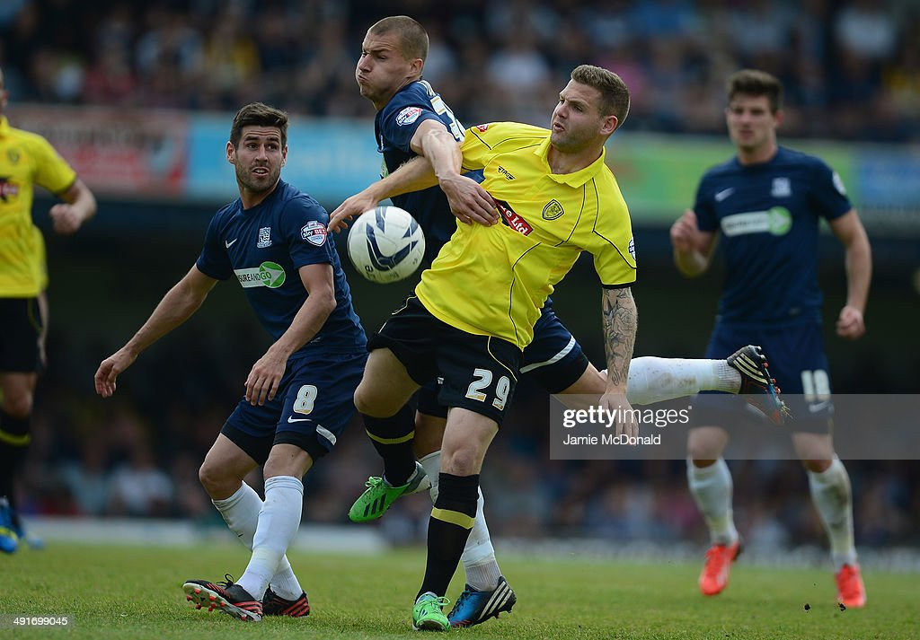 Billy Kee of Burton Albion battles with Jakub Sokolik of Southend United during the Sky Bet League Two semi-final, sec Keeond leg match between Southend United and Burton Albion at Roots Hall on May 17, 2014 in Southend, England.