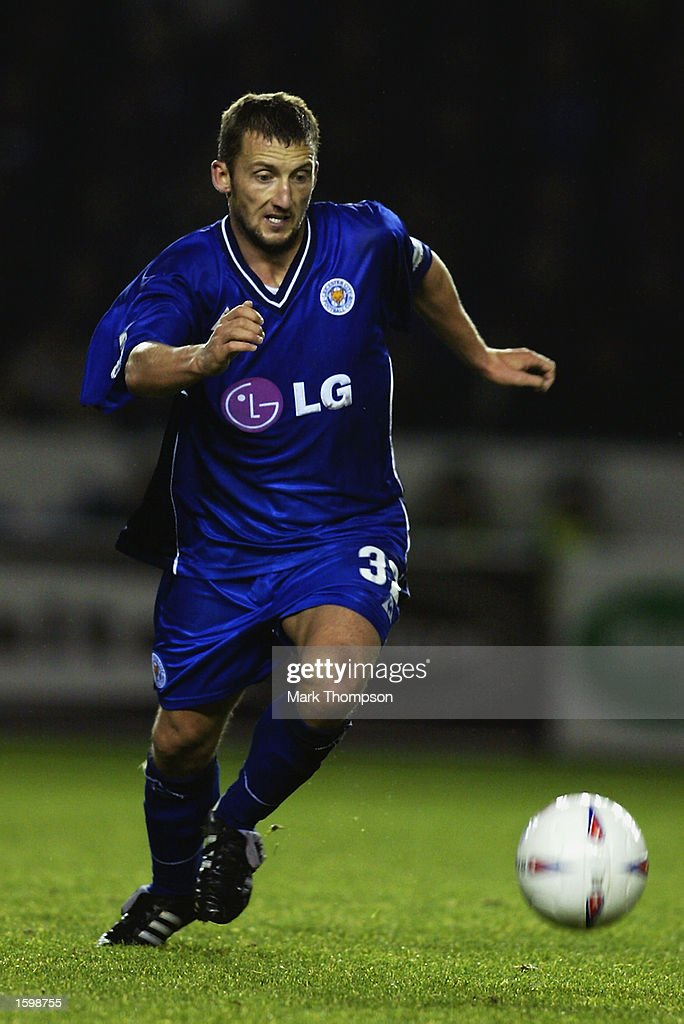 Billy McKinlay of Leicester City runs with the ball during the Nationwide League Division One match between Leicester City and Coventry City held on October 29, 2002 at The Walkers Stadium, in Leicester, England. Leicester City won the match 2-1. DIGITAL