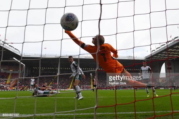 Billy Sharp of Sheffield United scores during the Sky Bet Championship match between Sheffield United and Barnsley at Bramall Lane on August 19 2017...