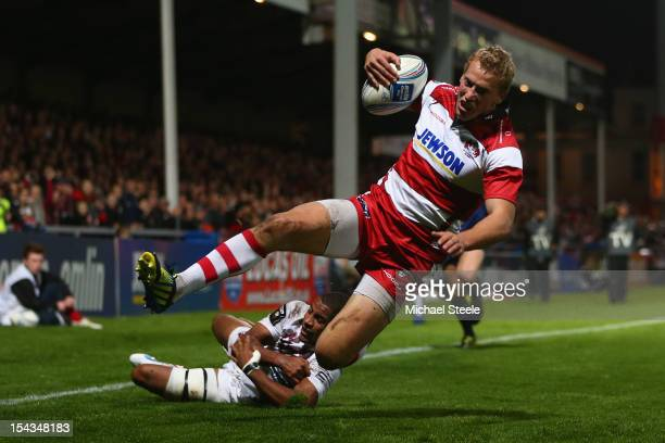 Billy Twelvetrees of Gloucester scores his sides second try as Darly Domvo of BordeauxBegles fails to tackle during the Amlin Challenge Cup match...
