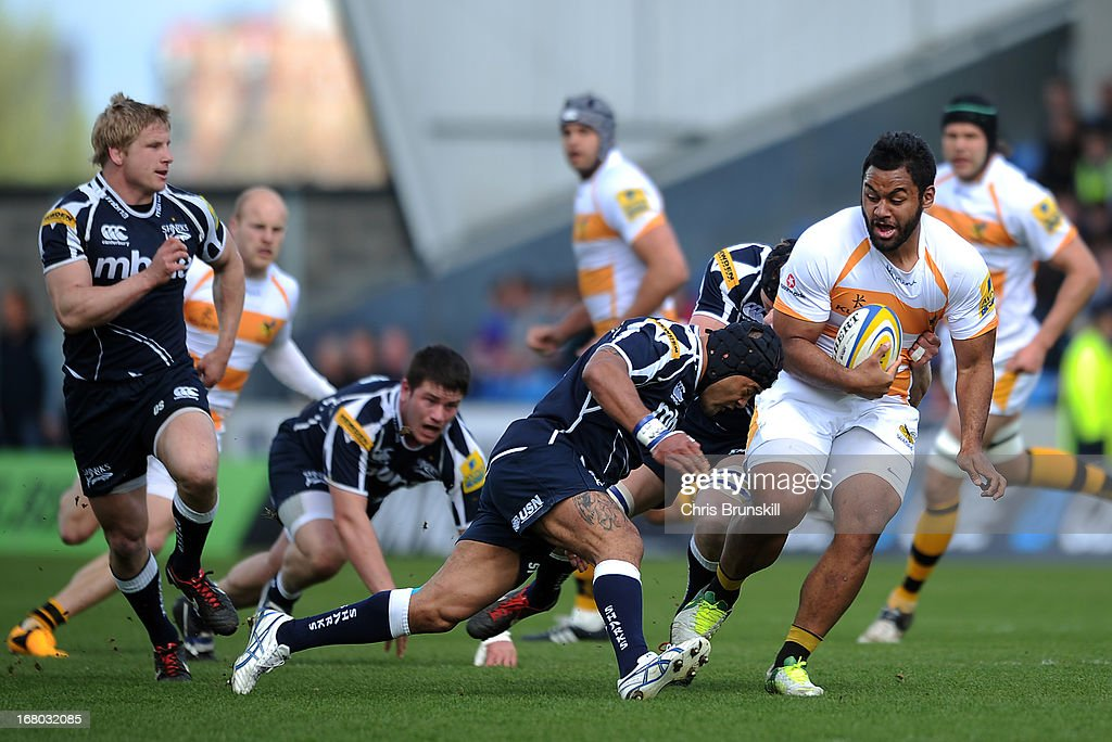 Billy Vunipola of London Wasps is tackled by <a gi-track='captionPersonalityLinkClicked' href=/galleries/search?phrase=Sam+Tuitupou&family=editorial&specificpeople=540375 ng-click='$event.stopPropagation()'>Sam Tuitupou</a> of Sale Sharks during the Aviva Premiership match between Sale Sharks and London Wasps at the Salford City Stadium on May 04, 2013 in Salford, England.