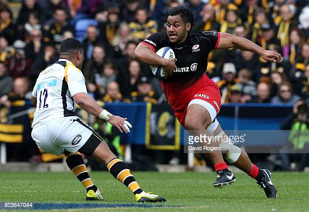 Billy Vunipola of Saracens charges upfield during the European Rugby Champions Cup semi final match between Saracens and Wasps at Madejski Stadium on...