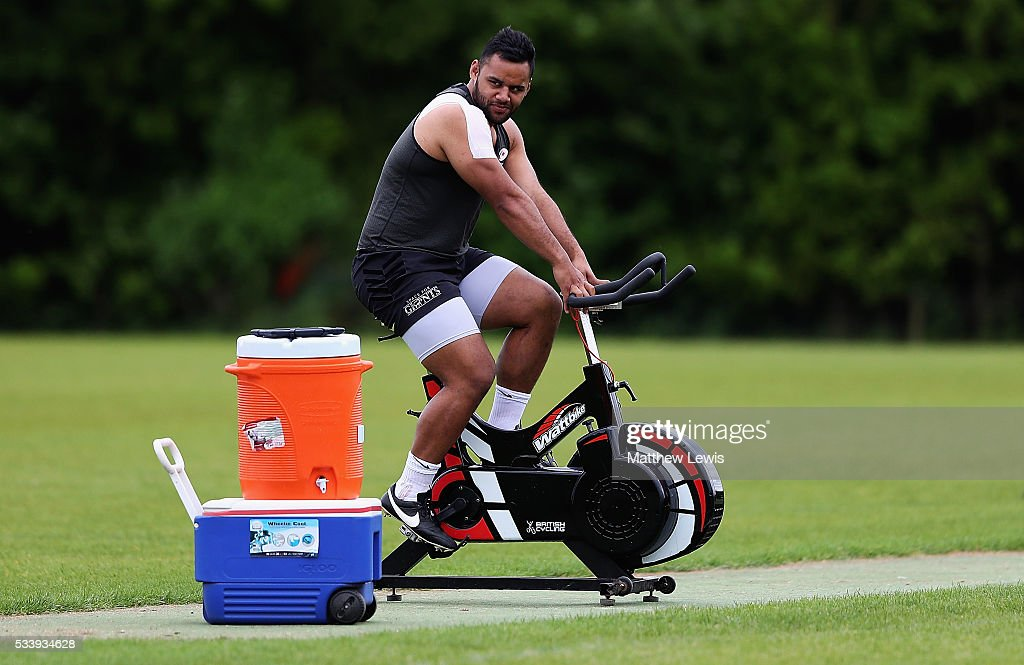 <a gi-track='captionPersonalityLinkClicked' href=/galleries/search?phrase=Billy+Vunipola&family=editorial&specificpeople=5771576 ng-click='$event.stopPropagation()'>Billy Vunipola</a> of Saracens in action during a Saracens Training Session on May 24, 2016 in St Albans, England.