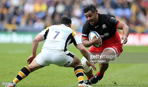 Billy Vunipola of Saracens takes on George Smith during the European Rugby Champions Cup semi final match between Saracens and Wasps at Madejski...