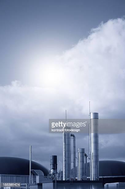 Biogas fahren Energie Pflanze gegen Dramatischer Himmel, Deutschland.