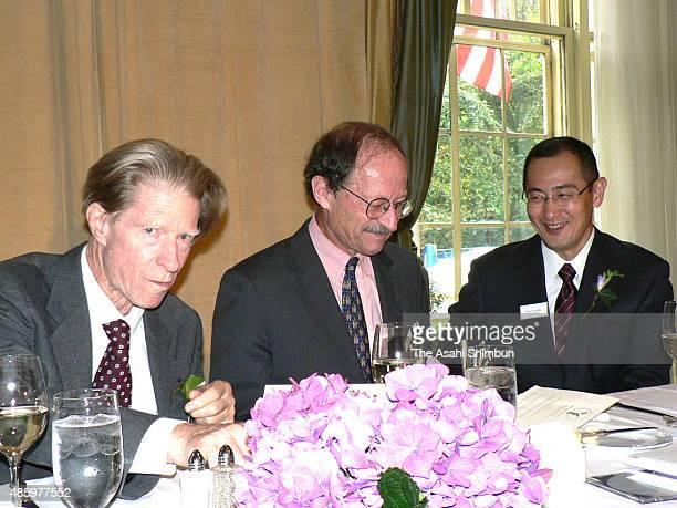 Biologist John Gurdon Nobel Prize laureate and scientist Harold Varmus and Japanese stem cell researcher Shinya Yamanaka attend the Lasker Award...
