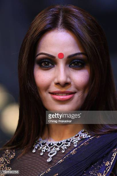 Bipasha Basu walks the runway in a Gitanjali Jewellery design at the India International Jewellery Week 2012 Day 4 at the Grand Hyatt on August 22...