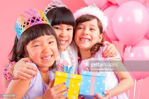 少女を祝う誕生日、ご友人との