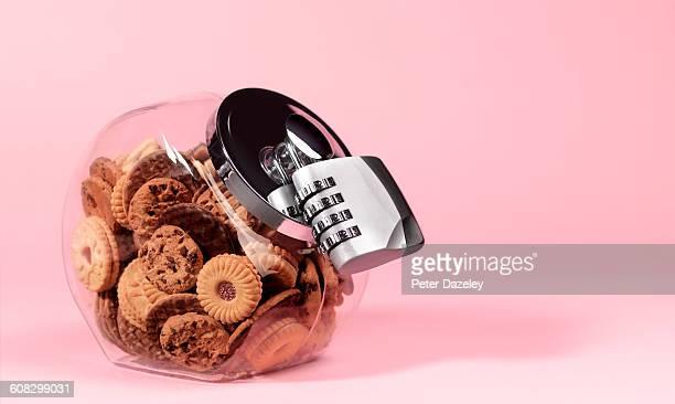 Biscuit jar with padlock