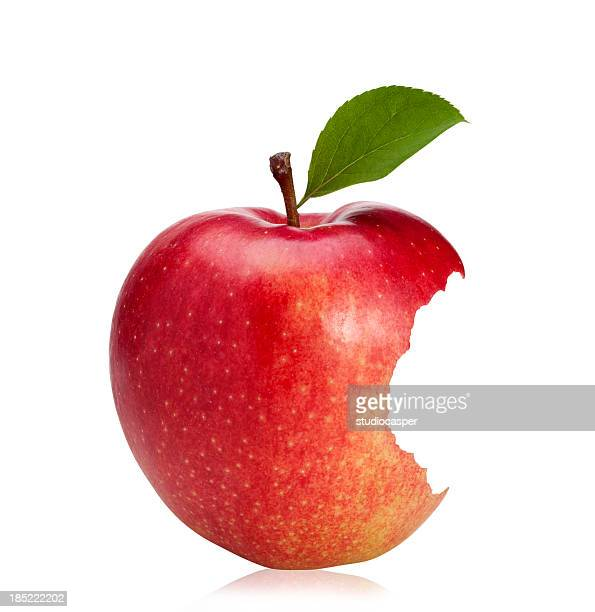 Bitten roten Apfel (with clipping path)