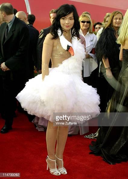Bjork Best Song nomminee for 'Dancer in the Dark' arriving for the 73rd Academy Awards 3/25/01