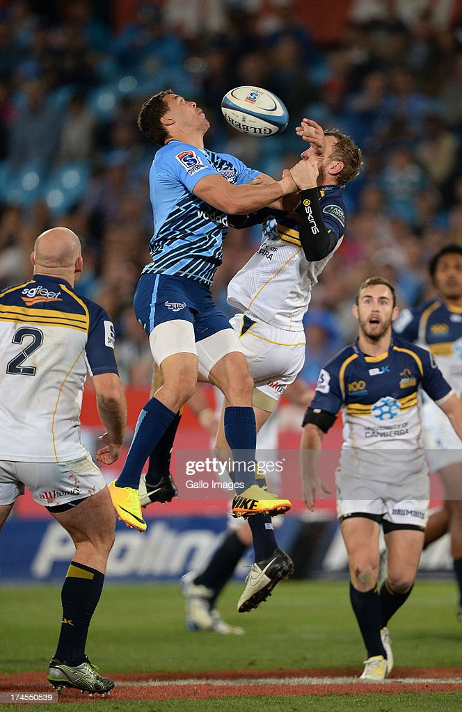 <a gi-track='captionPersonalityLinkClicked' href=/galleries/search?phrase=Bjorn+Basson&family=editorial&specificpeople=5707951 ng-click='$event.stopPropagation()'>Bjorn Basson</a> of the Bulls competes with <a gi-track='captionPersonalityLinkClicked' href=/galleries/search?phrase=Jesse+Mogg&family=editorial&specificpeople=8908103 ng-click='$event.stopPropagation()'>Jesse Mogg</a> (R) of Brumbies during the SupeRugby semi final match between Vodacom Bulls and Brumbies at Loftus Versfeld Stadium on July 27, 2013 in Pretoria, South Africa.
