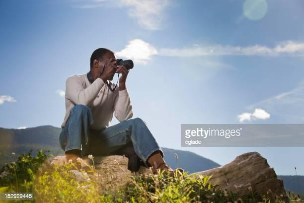 Negro adulto fotógrafo