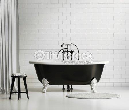noir et blanc classique baignoire sur mur de briques photo thinkstock. Black Bedroom Furniture Sets. Home Design Ideas