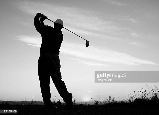 Schwarz und Weiß-Bild von Athletic Golfspieler Posieren