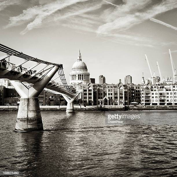 Black and white image of St. Paul's cathedral and bridge