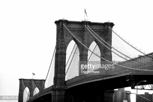 Black and white image of the Brooklyn Bridge
