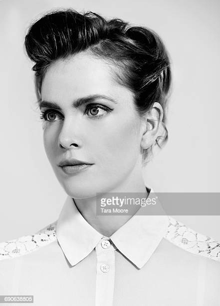 black and white portrait of beautiful woman