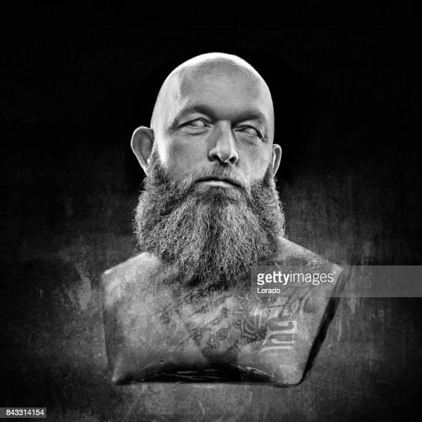 Schwarz / weiß-Studio gedreht Büste von gut aussehend männlichen Model posiert als antiken griechischen Gott