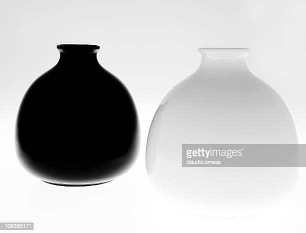 schwarze vasen stock fotos und bilder getty images. Black Bedroom Furniture Sets. Home Design Ideas