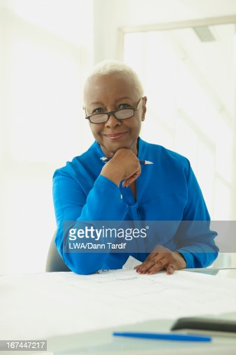 Black businesswoman at desk : Stock Photo