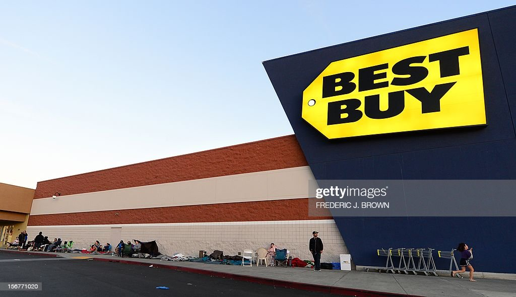 Black Friday shoppers start a line outside a Best Buy store in Montebello, California, on November 20, 2012, where the annual year-ending hoilday season sales begin after Thanksgiving at 12am on November 23. AFP PHOTO / Frederic J. BROWN