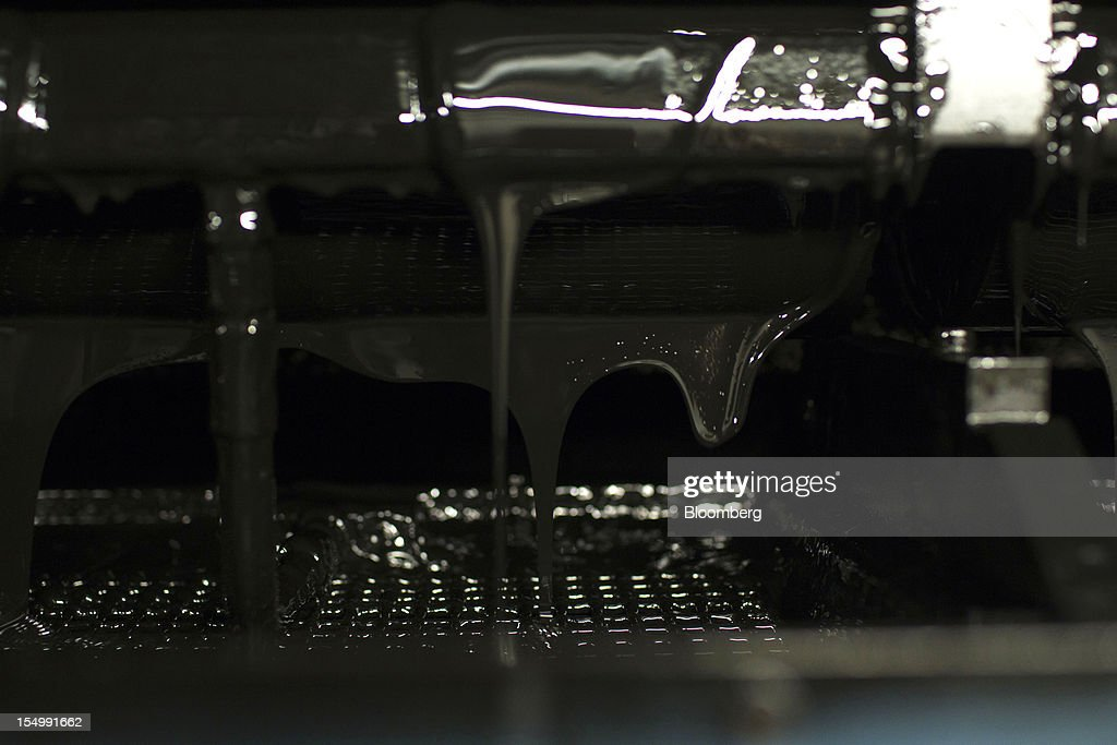 Black ink drips from a printing machine at the El Pais printing plant in Madrid, Spain, on Tuesday, Oct. 30, 2012. Prisa, the publisher of El Pais newspaper, has announced staff reductions and salary cuts. Photographer: Angel Navarrete/Bloomberg via Getty Images