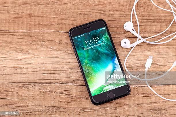 Black iPhone 7 Home Screen
