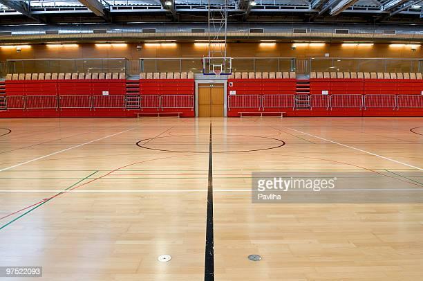 Schwarze Linie in leeren roten Sports Hall