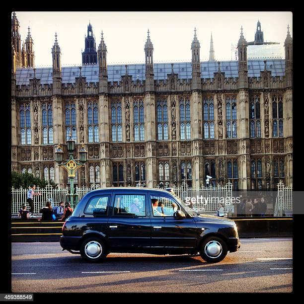 Voiture de Taxi noir londonien de Westminster Bridge, le Palace