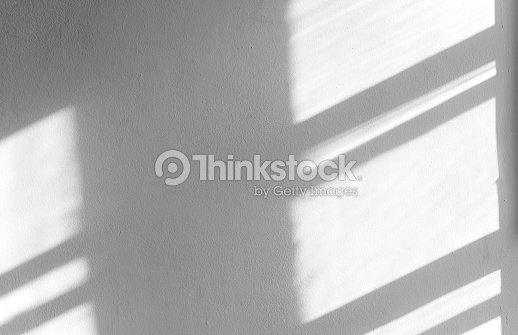 コンクリート壁、抽象的な影、アイデアの背景上の黒い影します。 : ストックフォト