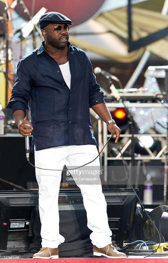 <a gi-track='captionPersonalityLinkClicked' href=/galleries/search?phrase=Black+Thought&family=editorial&specificpeople=228555 ng-click='$event.stopPropagation()'>Black Thought</a> of The Roots performs at the Philly Fourth Of July Jam at Benjamin Franklin Parkway on July 4, 2012 in Philadelphia, Pennsylvania.