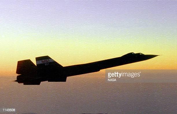Blackbird aerial reconnaissance aircraft traveling at Mach 3 at sunset November 1995