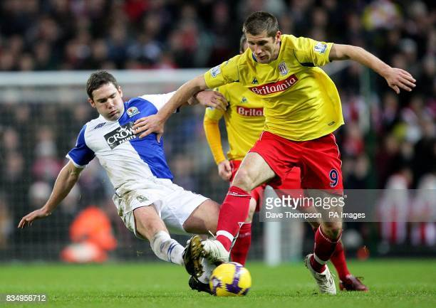 Blackburn Rovers' David Dunn and Stoke City's Richard Cresswell battle for the ball